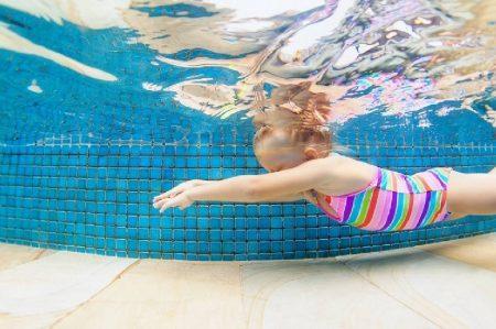 quand un-enfant-doit-il-commencer-cours-de-natation